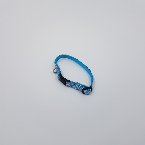 Lichtblauwe burberry halsband